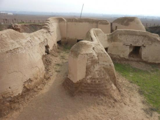 Qurghonteppa, Tadschikistan: Reconstructed monastery walls
