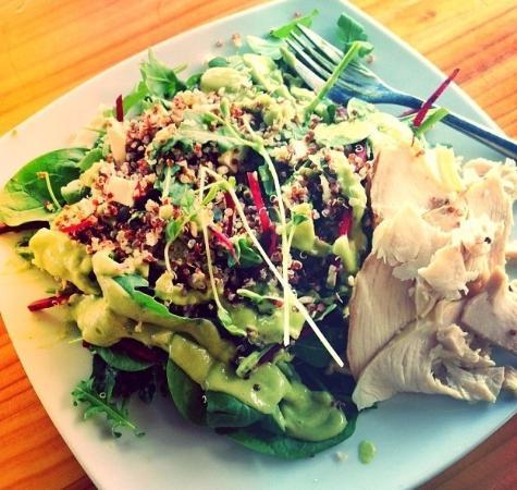 Peregian Beach, Australien: Quinoa Crunch Salad w/ a zesty avocado/lime dressing & side of Turkey.