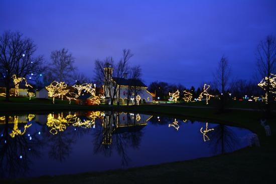 Westerville, OH: Everal Barn & Homestead at Christmas