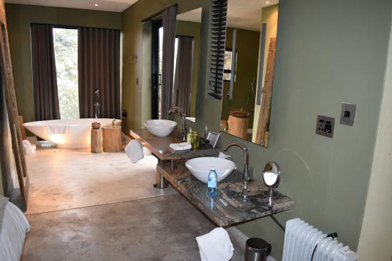 The Olive Exclusive: Very spacious bath area