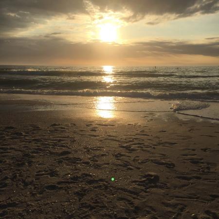 Vanderbilt Beach, FL: Beautiful sunset