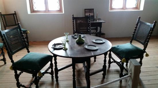 Surry, VA: Table & chairs