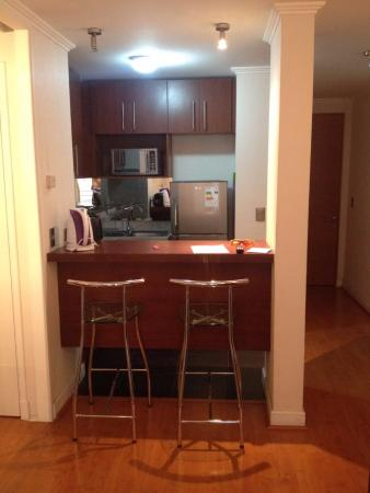 City Inn Apart Home: barra y cocina