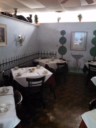 Chadds Ford, PA: One of the two dining rooms.