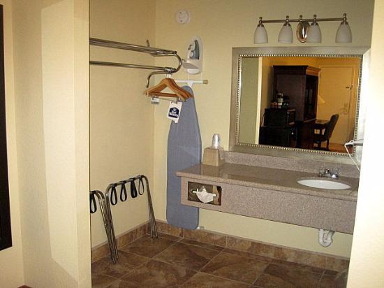Ruidoso Downs, نيو مكسيكو: Clean bathroom