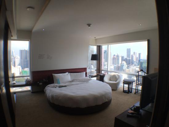 Le Meridien Bangkok: Large Round Bed