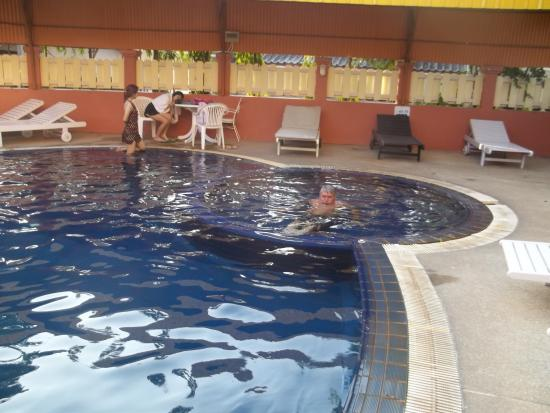 Takiab Beach Hotel : Бассейн