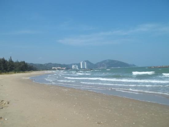Takiab Beach Hotel : Пляж возле мангрового леса