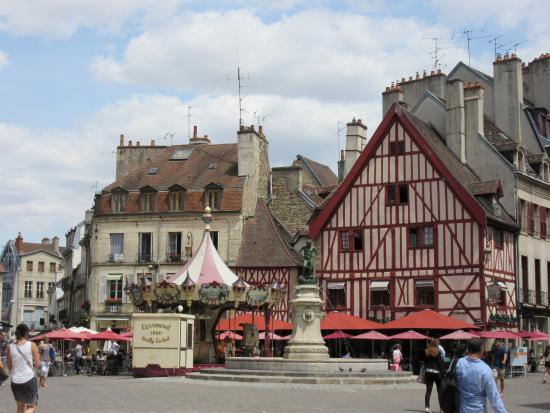Picture of rue des forges dijon for Dijon architecture