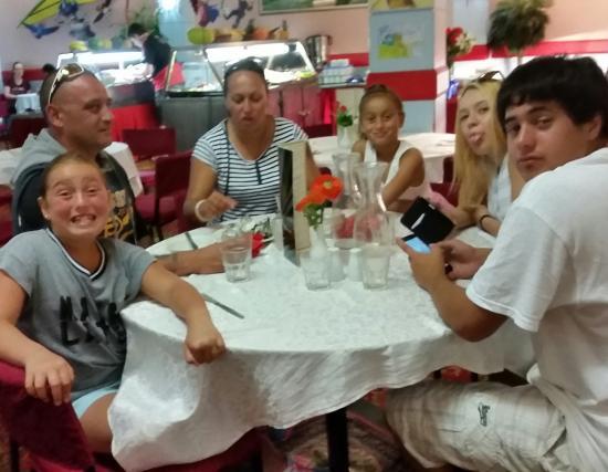 New Plymouth, نيوزيلندا: family dinner