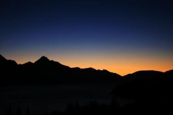 Copthorne Hotel & Apartments Queenstown Lakeview: 夕景
