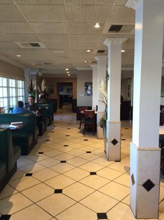 Rick's Desert Grill: dining room