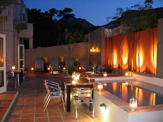 An African Villa: COURTYARD AT NIGHT