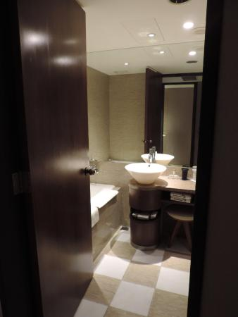 Les Suites Taipei Ching-cheng: Bathroom, separated toilet opposite bathroom