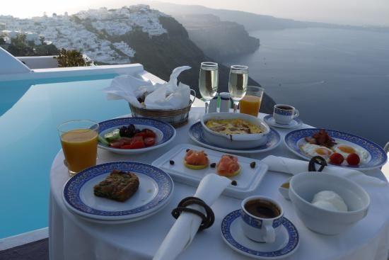 Dreams Luxury Suites: Champagne breakfast