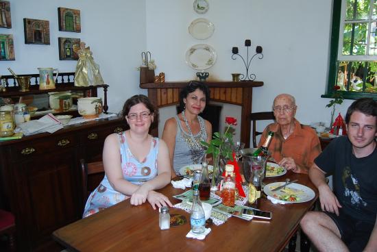 Riversdale, Sudáfrica: family feast in jail