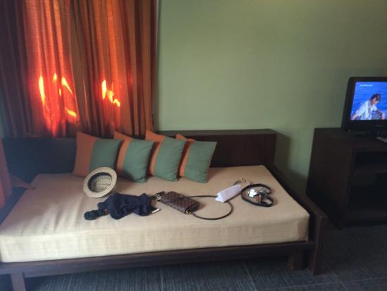 Baan Chaweng Beach Resort & Spa: Grand Deluxe Villa Room - Sofa