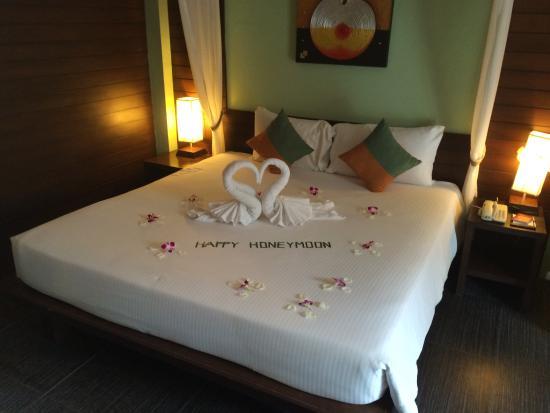 Baan Chaweng Beach Resort & Spa: Grand Deluxe Villa Room - honeymoon decoration