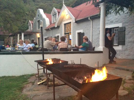 Citrusdal, Sør-Afrika: The main hotel at the 'bring and braai' evening