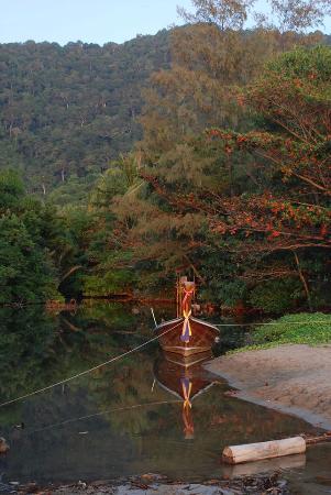 Anda Lanta Resort: The river that exits onto the beach