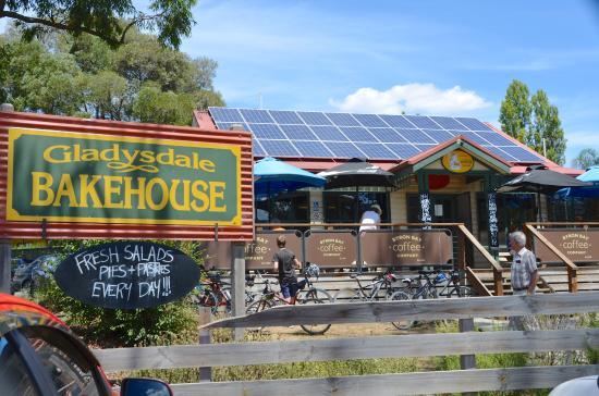 Gladysdale Bakehouse: Warburton Highway entrance