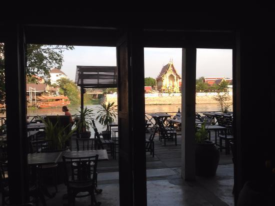 Bann Kun Pra Guesthouse : レストランエリア