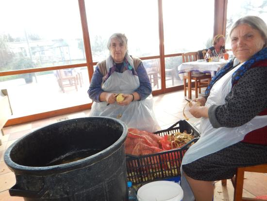 Agia Anna, Grecia: This is how the potatoes were peeled