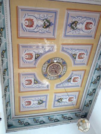 The Fauzi Azar Inn: 6-bed dorm room ceiling
