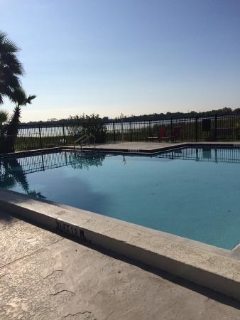 Royal Celebration Inn on Lake Cecile : piscine sur le lac Cecile