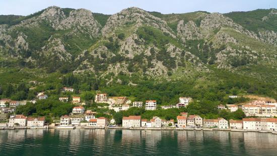 Casas en el borde del mar picture of risan kotor - Casas en el mar ...