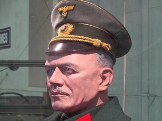 Musee des Blindes: Officier Panzer ou Lufttwaffe ?