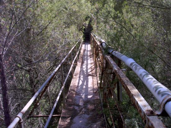 Cala Vadella, Spanje: eine Brücke im Club (was Viele nicht wissen!) - vorbei an dem Kindergarten