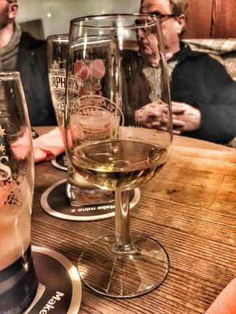 Kirchheimbolanden, Alemania: Eine Auswahl von schätzungsweise 200 Whiskys und Whiskeys