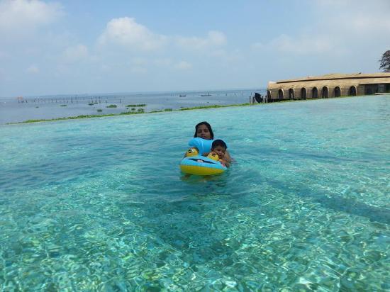 Kumarakom Lake Resort: infinity pool