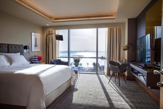 Amwaj Islands, Bahrain: Classic Suite Bedroom