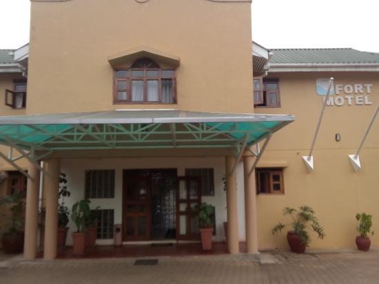 Fort Portal, Uganda: Front side and main hotel buidling with rooms