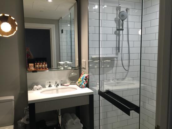Mayfair Hotel: Bathroom
