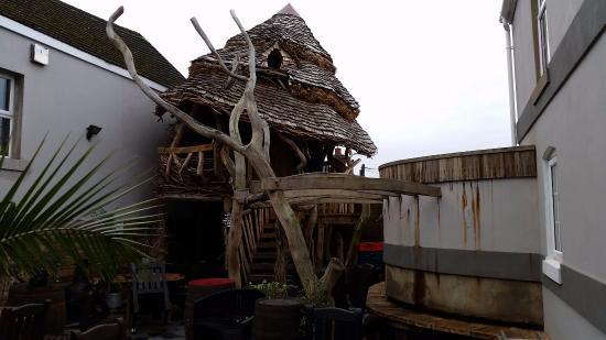 Cinderford, UK: Hobbit style play house