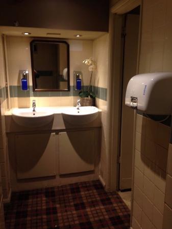Ye Olde Greene Manne: Wash sinks