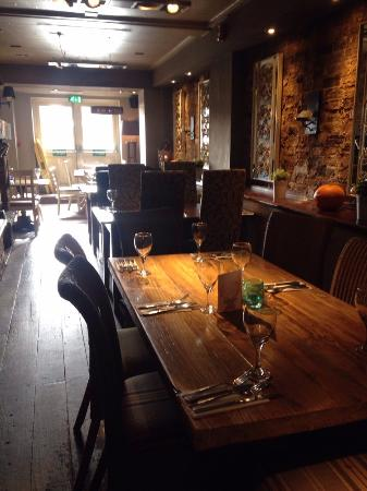 Kings Langley, UK: Longer dining tables