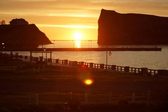 Hotel La Normandie : Sun Rise @ 4:35 AM beside Perce Rock