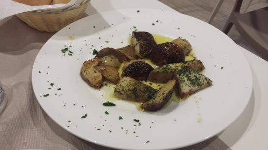 Gualdo Tadino, Italia: contorno di funghi porcini