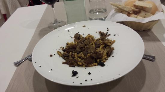 Gualdo Tadino, Italia: passatelli al tartufo