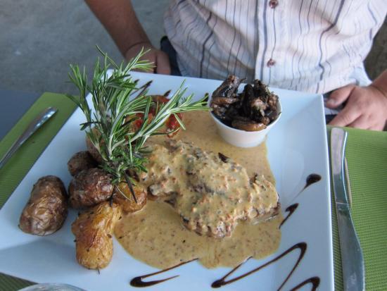 Plat agneau grill avec pomme de terre r ti et champignons photo de la table du quai - La table du quai bordeaux ...