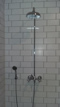 Hotel O Ieper - Grote Markt : Army shower!