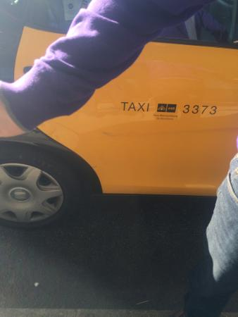 Taxi Barcelona: He charge very hig price plus he try to close his plate number plase attention and very cafull t