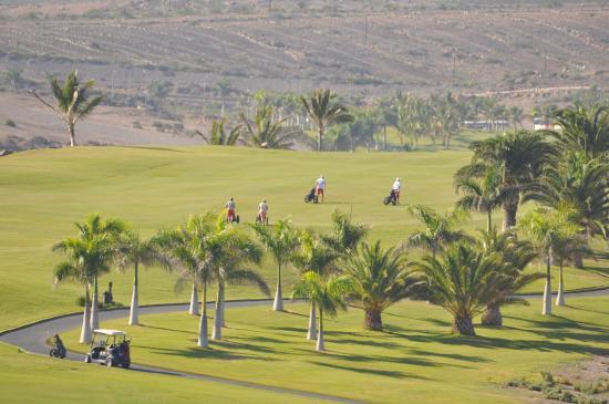 Golfbaan naast hotel; vanaf balkon.