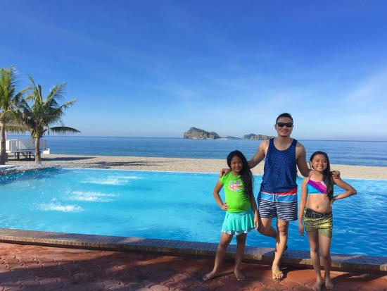Infinity Pool Picture Of Capones Vista Beach Resort Pundaquit Tripadvisor