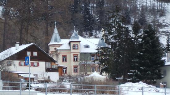 San Valentino alla Muta, Italien: L'Hotel visto dal vicino lago