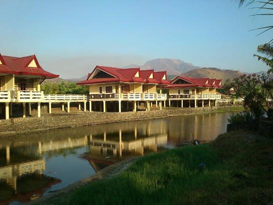 Punta de Uian Resort & Hotel: ラグーンの上の宿泊用コテージ